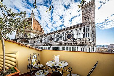 Three bedrooms Apt with Duomo view